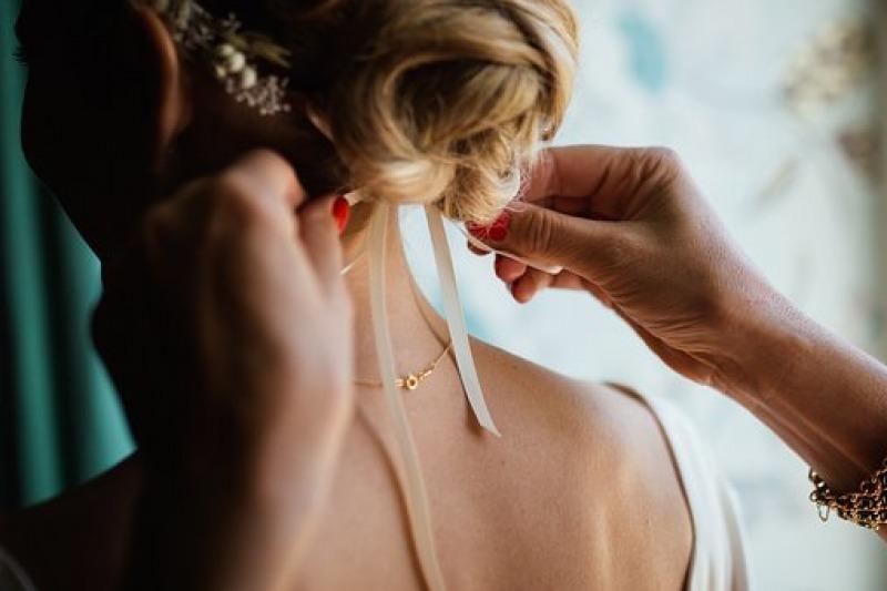 Matrimonio d'inverno: le tendenze per i capelli della sposa