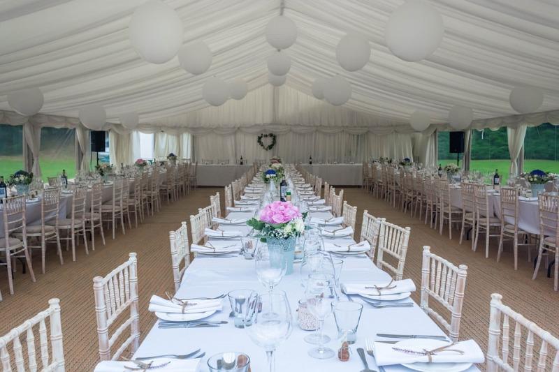 Banchetto di nozze: i tavoli imperiali sempre più di tendenza