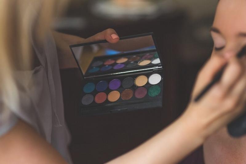 Come scegliere il make up artist perfetto per il giorno del sì