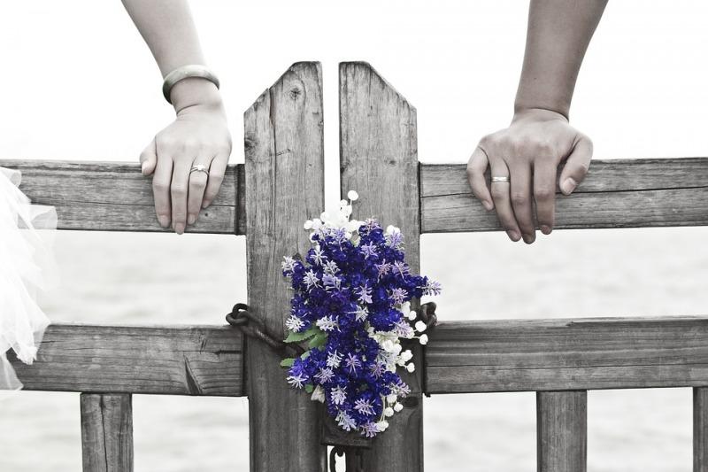 Abito da sposa: colore Pantone del 2018: l'Ultra Violet è adatto anche per le nozze?