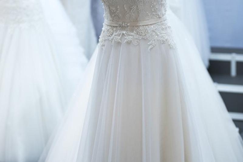 Trucchi per sfoggiare una vita sottile con l'abito da sposa