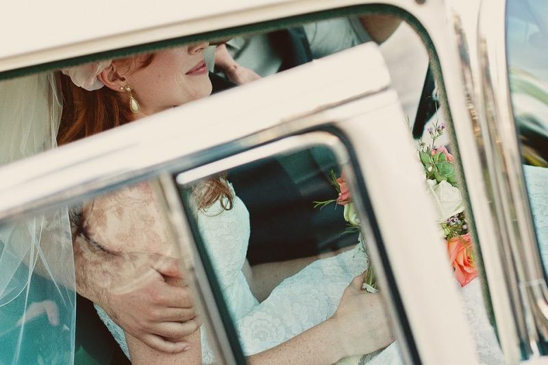 Per una sposa elegante: 10 consigli per salire e scendere dall'auto