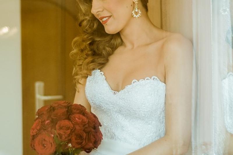 Sposa: come scegliere gli orecchini giusti per le nozze