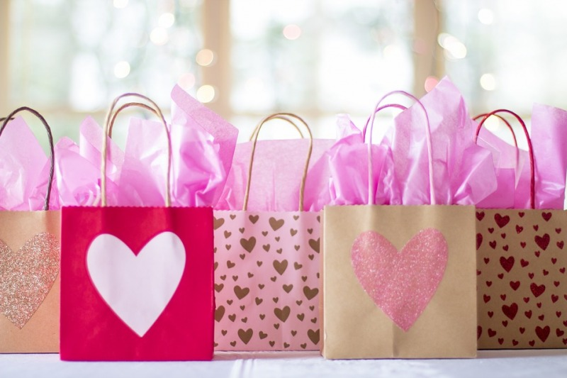 Wedding bag per un matrimonio in spiaggia: 5 accessori immancabili