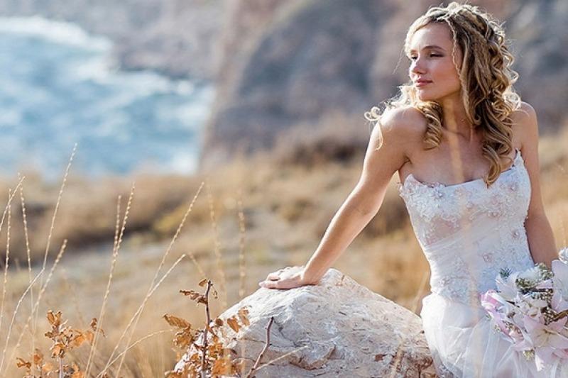 Bianco, avorio, ghiaccio: come scegliere la tonalità del proprio abito da sposa