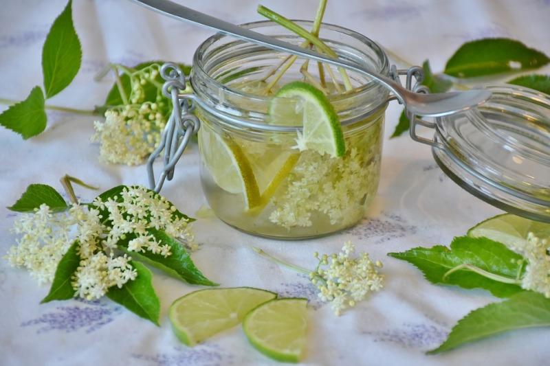 Il tavolo della limonata per i matrimoni estivi, ma anche bibite e centrifughe