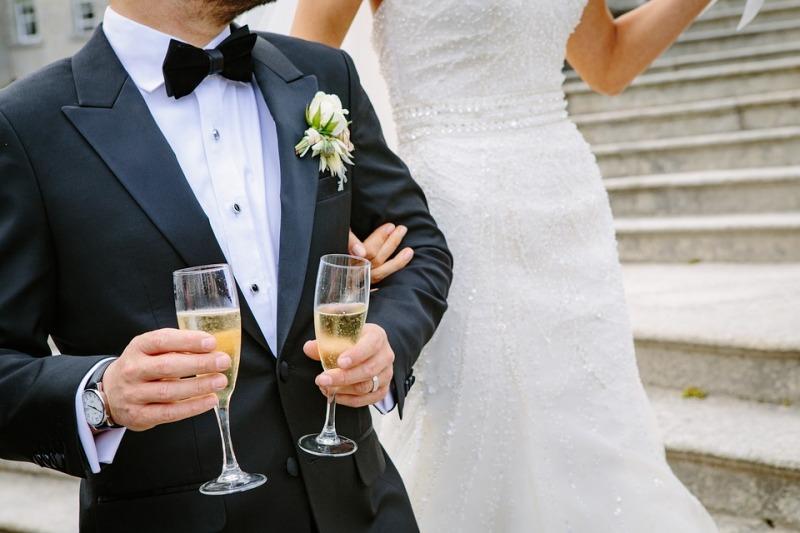 Abito da sposo: blu, grigio, nero o spezzato?