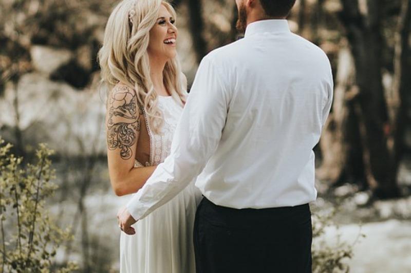 Sposa con i tatuaggi: esibirli o nasconderli?