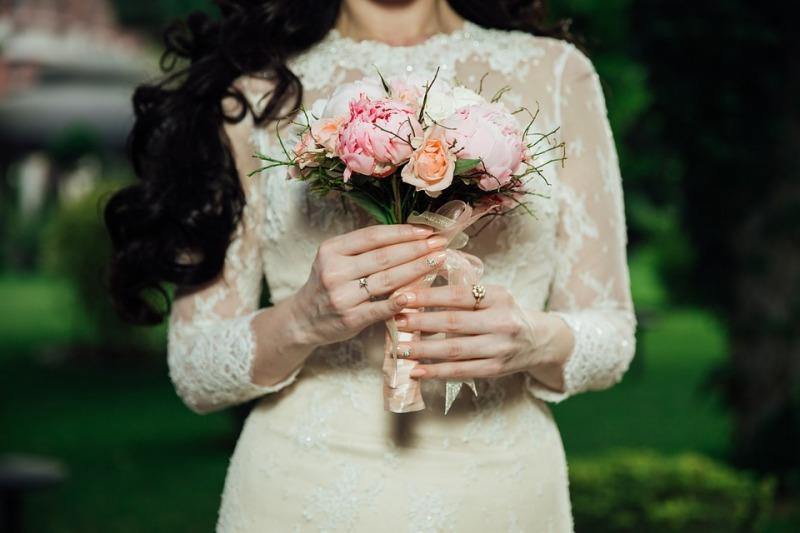 Abiti da sposa con collo alla coreana o collo alto: tendenza matrimonio 2019