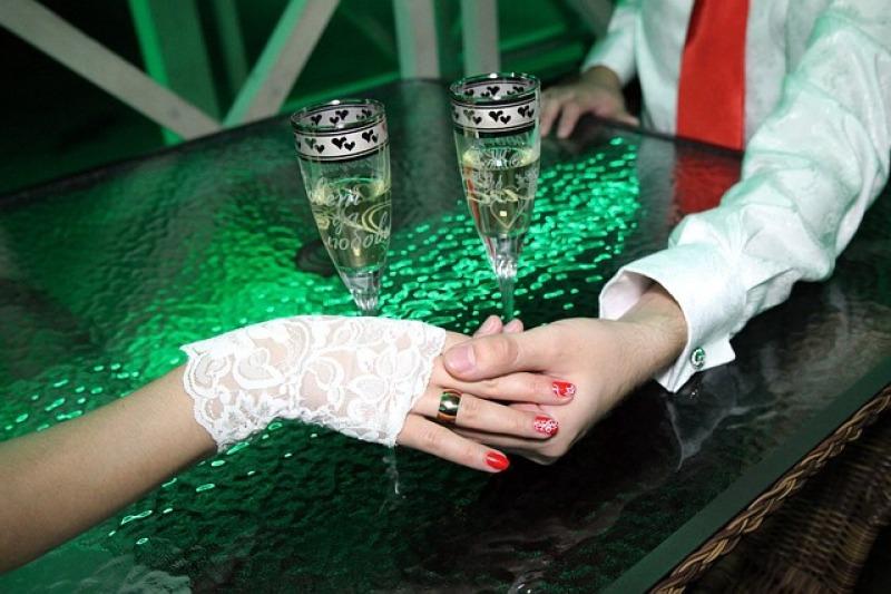 I guanti da sposa: qualche consiglio per indossarli alle nozze