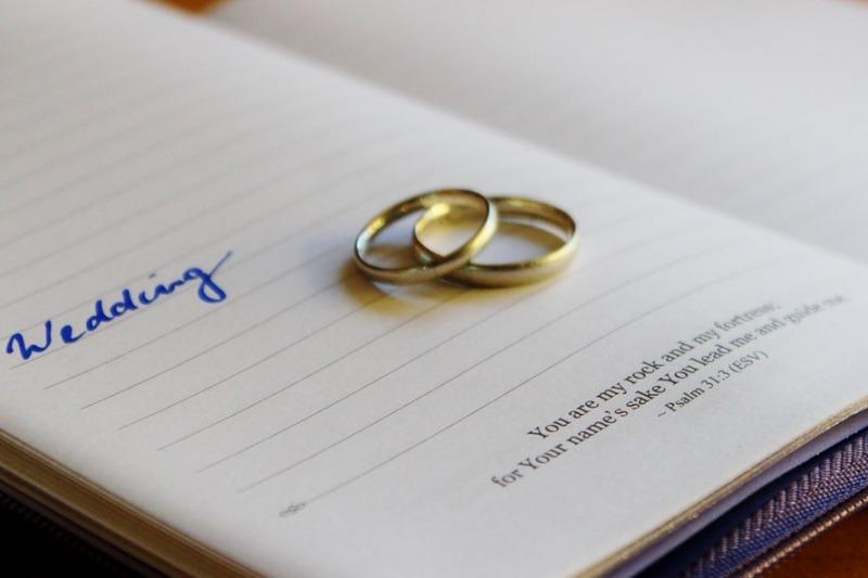 Scrivere le promesse di matrimonio: nozze in Italia sempre più simili a quelle americane