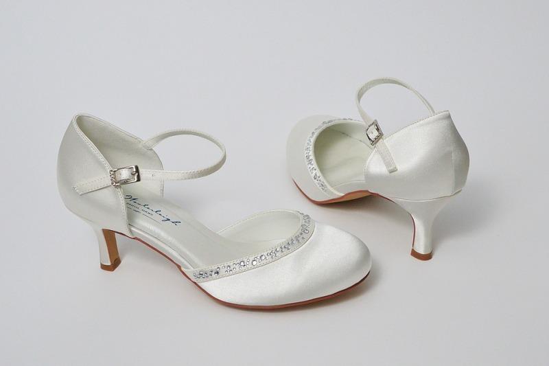 Scarpe da sposa kitten heels: per essere glam e comode