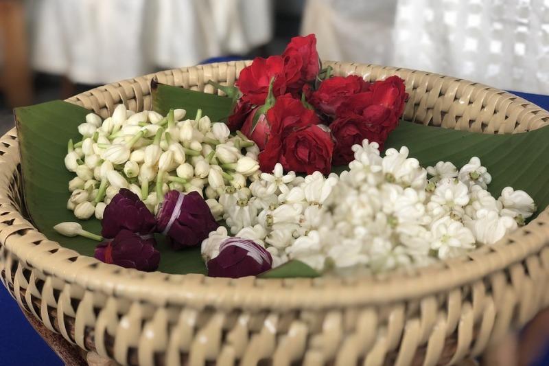 Il bouquet ghirlanda al tuo matrimonio: come indossarlo