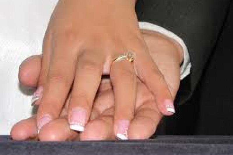 Unghie sposa: piccoli capolavori di nail art, ma sempre in tonalità natural chic
