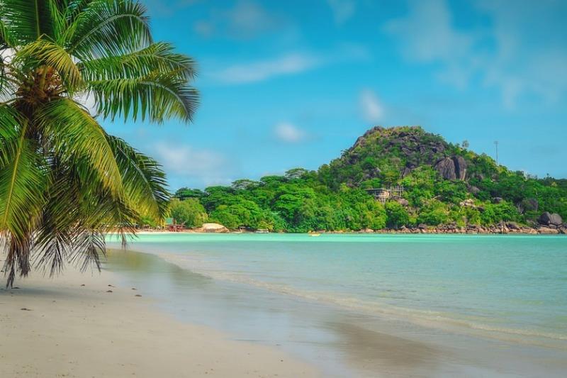 Matrimonio in viaggio: sempre più italiani scelgono le Seychelles, meta esotica e romantica