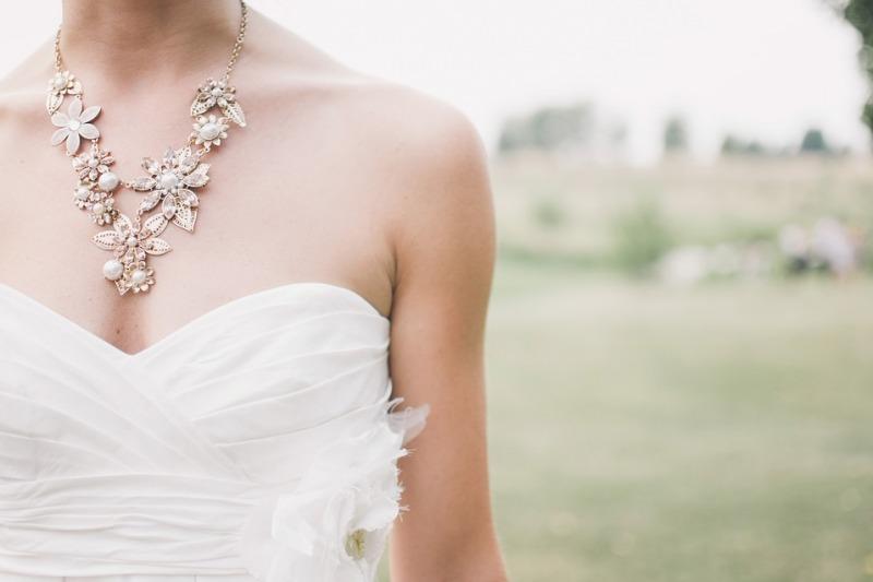 Abiti da sposa 2021 per donne basse: consigli per sembrare più alte