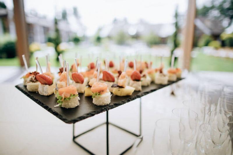 Matrimonio 2021 e covid: monoporzioni a buffet per il ricevimento e torta nuziale