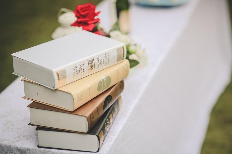 Come organizzare un matrimonio a tema libri: bomboniere, partecipazioni, segnaposto e altre idee