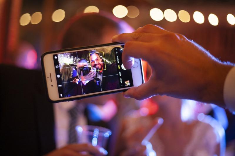 Proiezione di video durante il matrimonio: video sorpresa per gli sposi