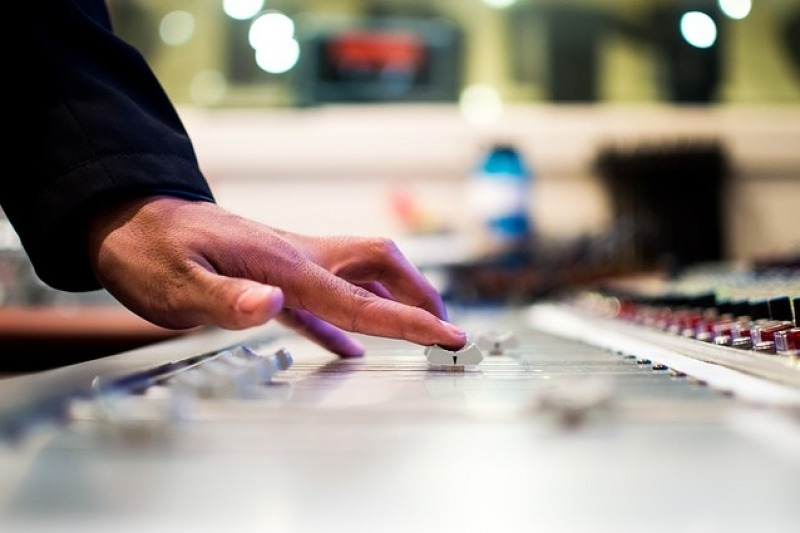 Come scegliere il DJ giusto per le vostre nozze