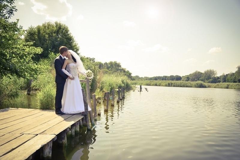 Quando lo sposo è più basso della sposa: qualche consiglio di moda