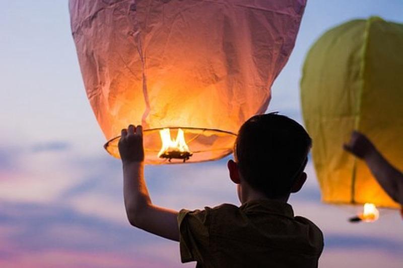 Lanterne cinesi e palloncini: due nuove tendenze per augurare una vita felice agli sposi
