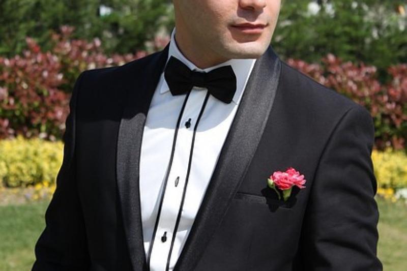 Non solo gemelli, ecco gli accessori immancabili nell'outfit dello sposo