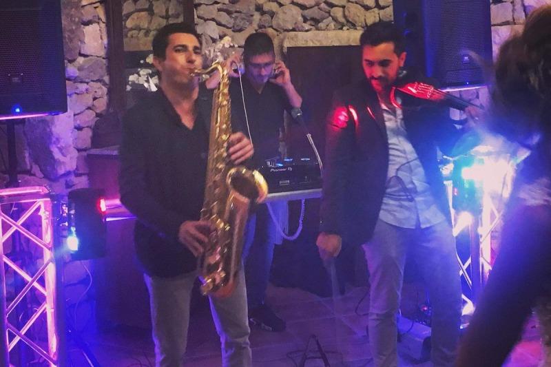 Deejay Maurilio Violino e Sax
